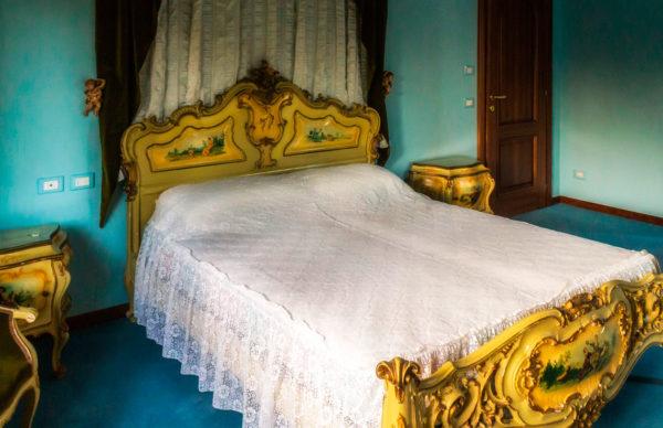 Bhakti camera Luigi XVI