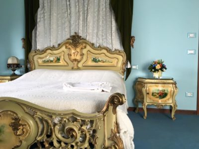 bhakti louis XVI room